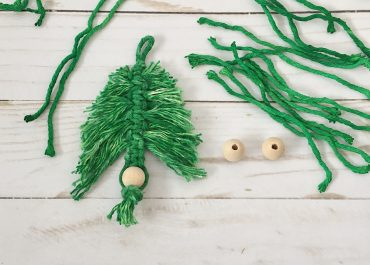 Macrame DIY Christmas Tree Ornament Tutorial